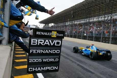 Em Interlagos, Alonso se sagrou bicampeão