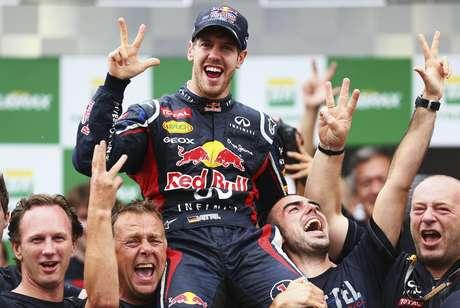 Vettel comemora o tricampeonato em Interlagos