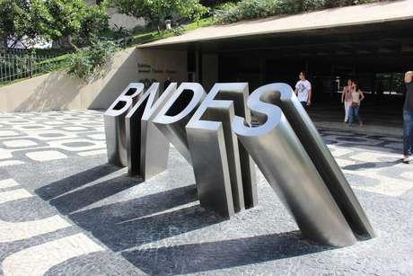 Entrada do prédio onde funciona a sede do BNDES, no Centro do Rio de Janeiro (RJ), na Avenida Chile