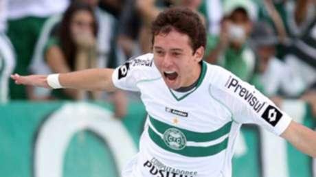 Keirrison despontou no Coritiba e depois teve boa passagem pelo Palmeiras