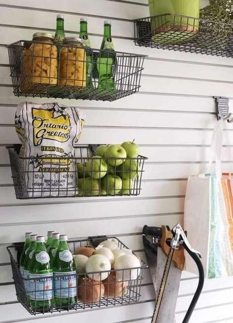 18. Modelo de cesto aramado para organização de cozinha – Foto: Home Design