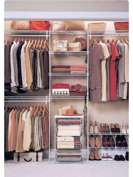 7. O closet aramado também pode ser feito através de projetos sob medida – Foto: Wood Save