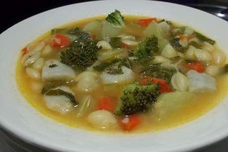 Prato com sopa de legumes