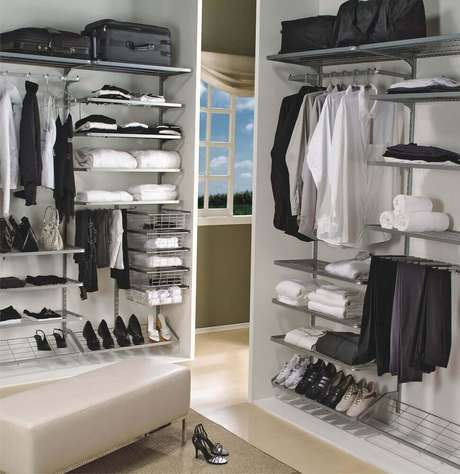 28. É importante que o closet aramado esteja sempre muito bem organizado – Foto: Expoline