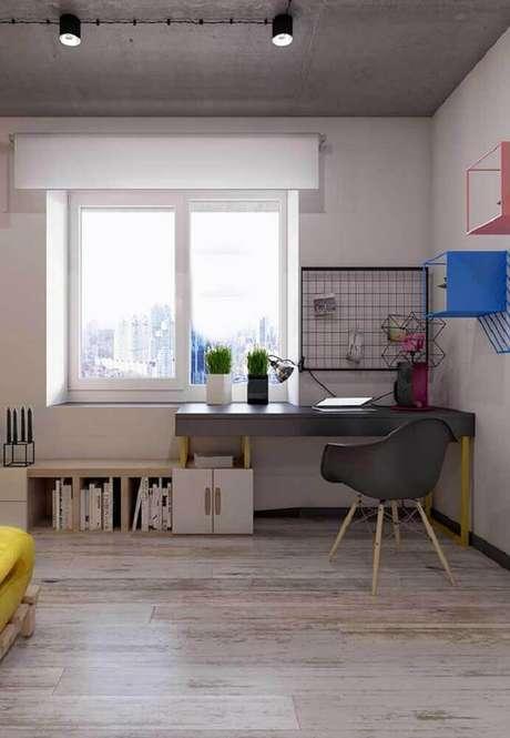 39. O painel aramado é um item muito utilizado para organização do ambiente office – Foto: Pinterest