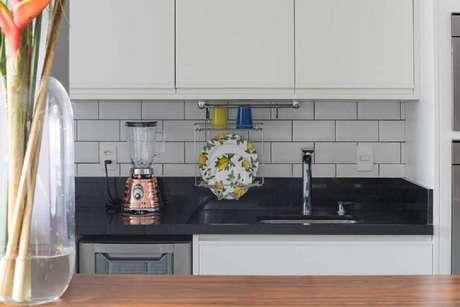 42. Decoração simples com aramado cozinha – Foto: Gustavo Palma