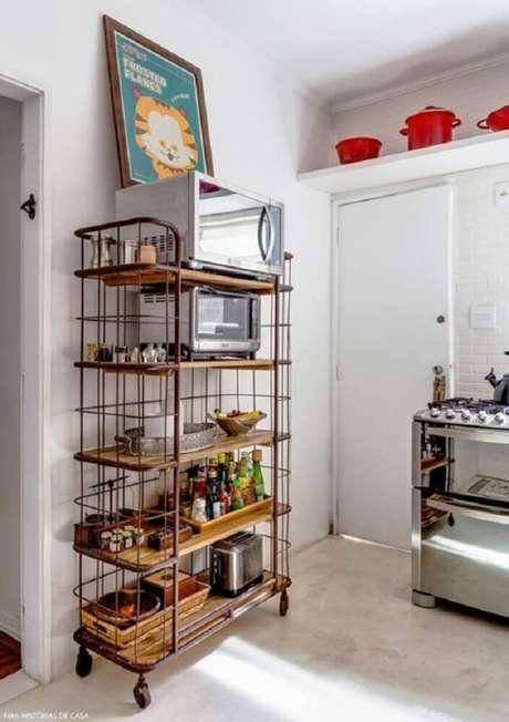 10. Decoração simples para cozinha com armário aramado – Foto: Staal Design