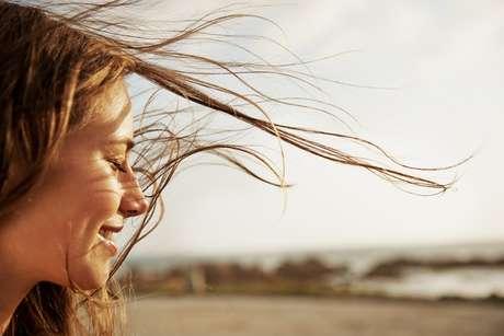 Tenha pensamentos positivos para atrair alegria e positividade na sua vida