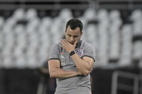 O técnico Jair Ventura sofre pressão pelo mau desempenho do Corinthians