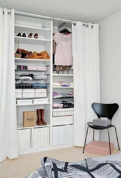8. Use cortinas caso não queria deixar suas roupas sempre à mostra no closet aramado – Foto Wohndesign