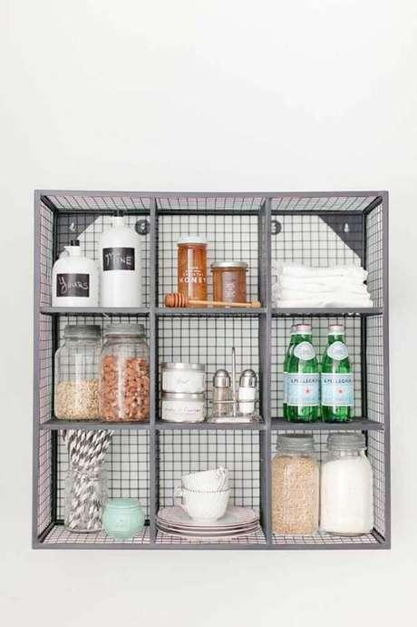 49. Modelo simples de aramado com utilidades domésticas – Foto: Pinterest