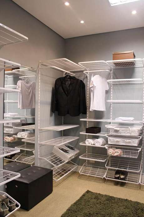 50. Uma das principais vantagens do closet aramado é quanto o seu custo, muito mais barato que um closet de marcenaria – Foto: Pinterest