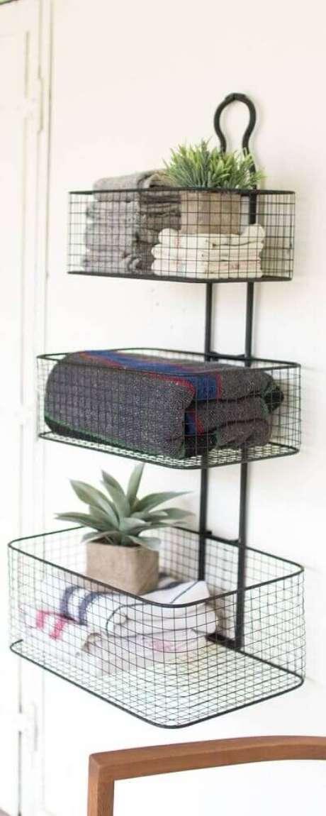 53. O cesto aramado pode compor decorações super delicadas – Foto: Shelves Design