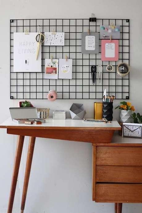 58. Decoração com painel aramado e móvel com design arrojado – Foto: Pinterest