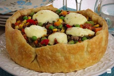 Torta prática de carne moída com requeijão