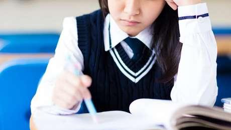 As taxas de suicídio gerais no Japão caíram, mas especificamente entre crianças e adolescentes aumentaram