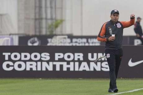Jair Ventura começou a preparar o Corinthians para o clássico contra o São Paulo (Foto: Daniel Augusto Jr)
