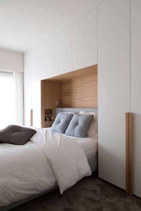 44- No guarda-roupa planejado a cama foi embutida. Fonte: Casa e festa