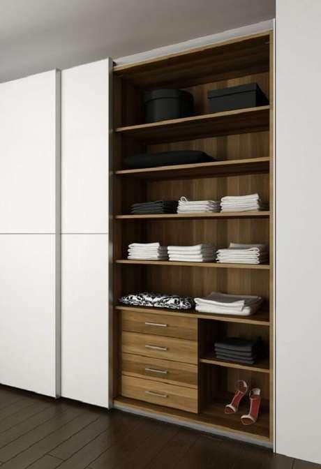 52-As portas de correr ajudam a otimizar o espaço do dormitório no guarda-roupas. Fonte: Pinterest