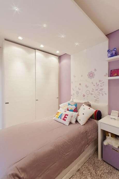 26. Guarda-roupa planejado em quarto de menina. Projeto de Ornare