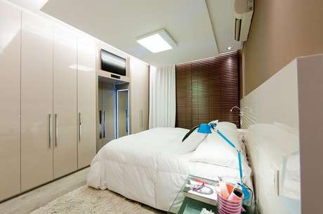 69- No quarto com guarda-roupa planejado as portas foram revestidas em laca. Fonte: Juliana Pippi