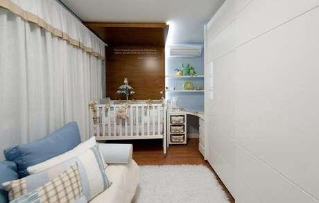 23. Guarda-roupa planejado grande em quarto de bebê. Projeto de Juliana Pippi
