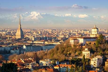 Turim (Torino), paisagem com Mole Antonelliana e dos Alpes