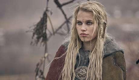 Skade, bruxa interpretada pela bela norueguesa Thea Sofie Loch Naess