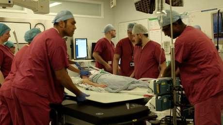 A unidade conta com um centro cirúrgico que opera 24 horas
