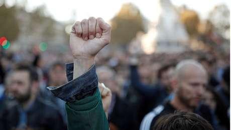Franceses protestaram contra agressões homofóbicas que têm sido relatadas na França nas últimas semanas; ONG diz achar que isso pode estar ligado ao debate sobre reprodução assistida