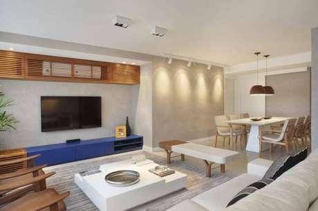 7. Neste ambiente temos várias luminárias de teto como pendentes, spots e plafons