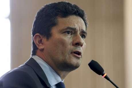 Em menos de 48 horas em sua primeira viagem a Brasília após ser anunciado como futuro ministro, o ainda juiz federal Sérgio Moro imergiu na transição governamental e na política