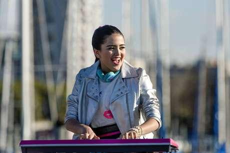 Maia Reficco no papel de Kally, protagonista da série.