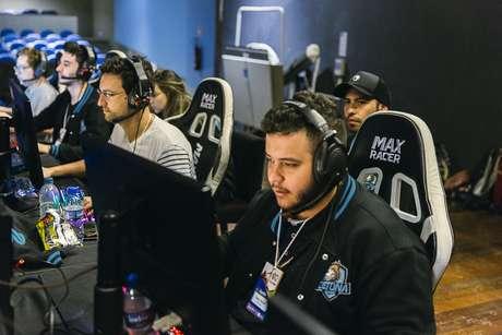 No primeiro dia da GameCup, nesta sexta-feira (9), o público poderá assistir à semifinal de Counter Strike: Global Offensive (CS:GO), na categoria masculina, entre as equipes Team Wild e Detona Gaming
