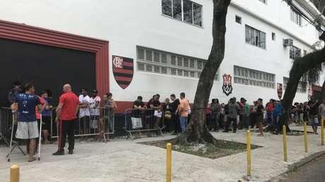 Procura da torcida do Flamengo foi grande (Foto: Matheus Dantas)