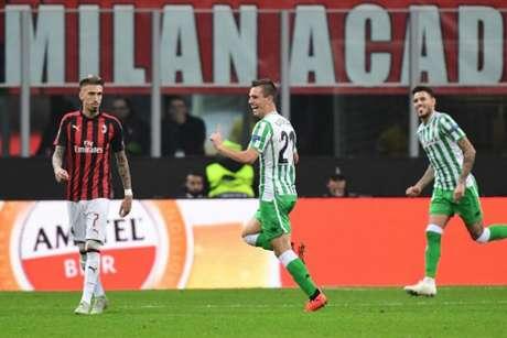 Betis surpreendeu e venceu o Milan no San Siro (Foto: Miguel Medina / AFP)