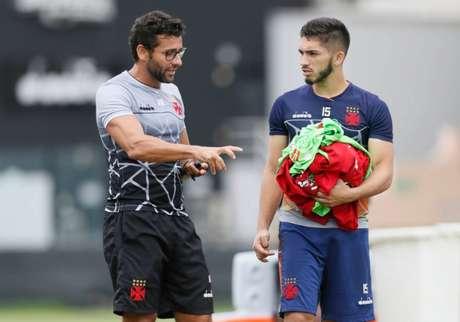Alberto Valentim e Andrey conversam durante treino do Vasco (Rafael Ribeiro/Vasco)