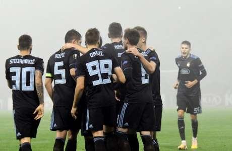 Jogadores do Dínamo comemoram um dos gols contra o Spartak Trnava (Foto: AFP)