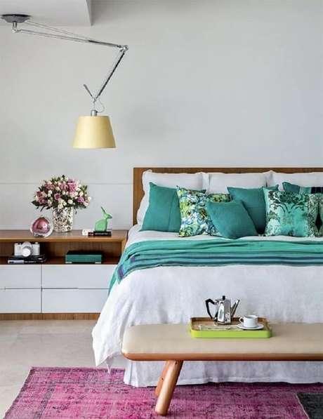 51. Modelo de luminária de teto com design moderno para decoração de quarto – Foto: Aaron Guides