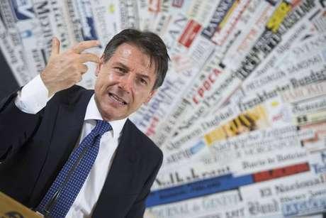 O primeiro-ministro da Itália, Giuseppe Conte, não pretende voltar atrás sobre déficit