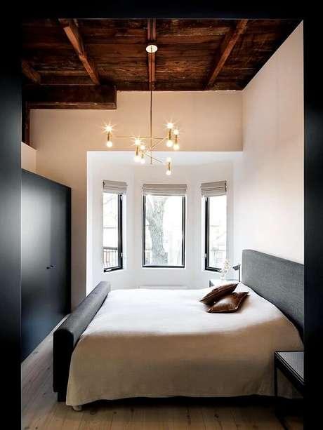 61. Decoração clean para quarto com luminária de teto com design minimalista – Foto: Aaron Guides
