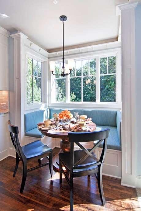 63. Luminária de teto para decoração de sala de jantar pequena – Foto: Architecture Art Designs