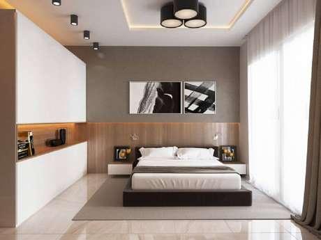 16. Também é possível encontrar as luminárias de teto plafon em outras cores, como os pretos nessa foto