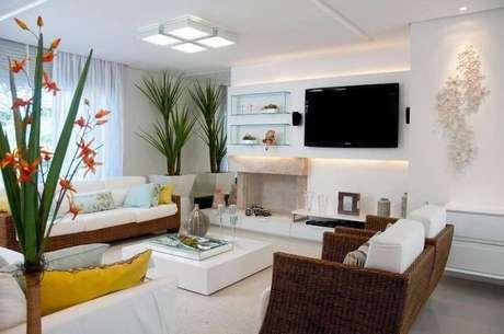 25. Sala de estar com luminária de teto plafon