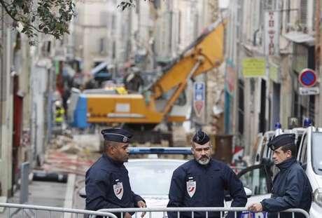 Bombeiros retiram 8º corpo de escombros em Marselha,na França