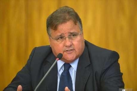 O ministro da Secretaria de Governo, Geddel Vieira Lima, anuncia medidas para reduzir gastos públicos