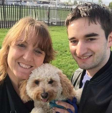 Gillian e Tommy retomaram o contato e se encontram, inclusive para passear com o cachorro dela