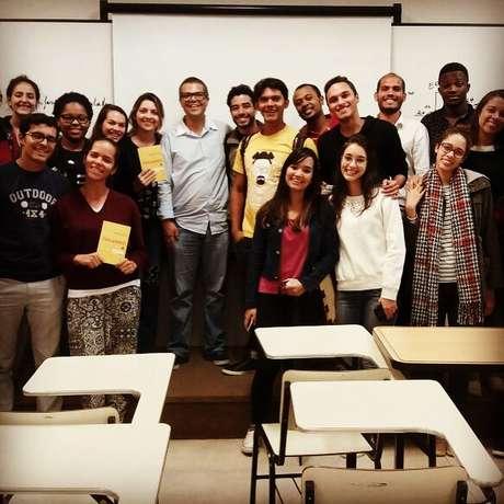 Marcelo Tieppo em uma palestra sobre o seu livro em uma universidade
