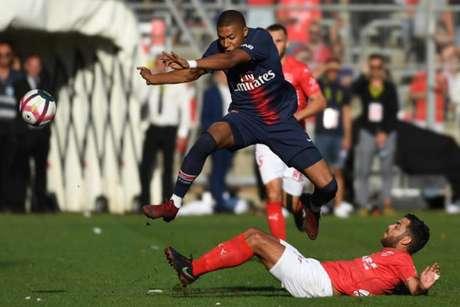 Mbappé preferiu não comentar sobre o fato do PSG ter sido acusado de racismo (Foto: Pascal Guyot / AFP)
