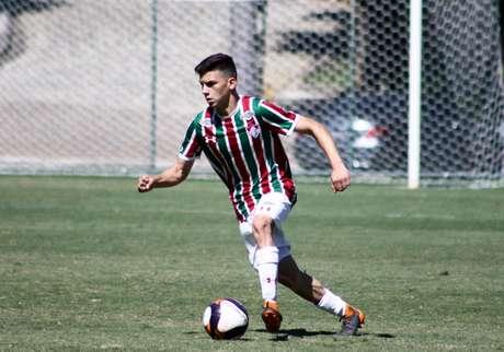 Marcos Pedro em ação no sub-17 do Fluminense (Foto: Divulgação/Fluminense)